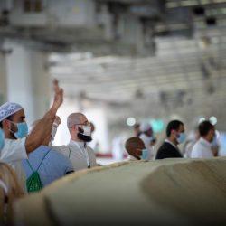 بالصور.. تعقيم المسجد الحرام ومرافقه وصحن المطاف بعد أداء الحجاج طواف الإفاضة
