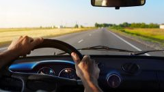 """يسبب الخمول وفقدان التركيز.. """"النقل"""" تحذر قائدي المركبات من """"التكيف الحركي"""" أثناء القيادة"""