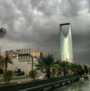 """""""الأرصاد"""" تحذر من موجة حارة بالشرقية وأمطار على الرياض وعدد من المناطق خلال الساعات القادمة"""