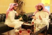 الشيخ محمد العنزي يصوّر لقناة المجد