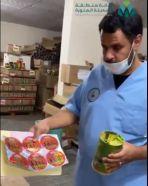شاهد.. ضبط موقع يستخدم لإعادة تعبئة وتخزين المنتجات الغذائية بصورة مخالفة بالمدينة