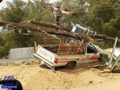 العناية الإلهية تنقذ مواطناً بعد سقوط مولد ضغط عالٍ على سيارته