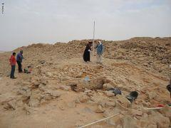 """باحثة أثرية تكشف عن أسرار جديدة حول الهيكل """"الجنائزي"""" المكتشف حديثًا بدومة الجندل"""