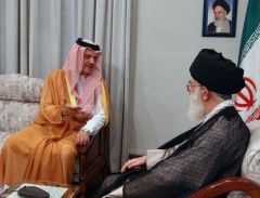 في ذكرى وفاته.. سؤال للراحل الأمير سعود الفيصل عجز المرشد الإيراني عن الرد عليه (فيديو)