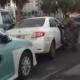 بالفيديو : مقطع طريف لطفل يستعرض ثم يسقط أمام ضيوف والده
