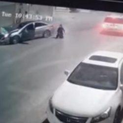 """""""العامودي"""" يكرّم موظفاً في وزارة النقل أنقذ مواطناً من السيول في جازان"""