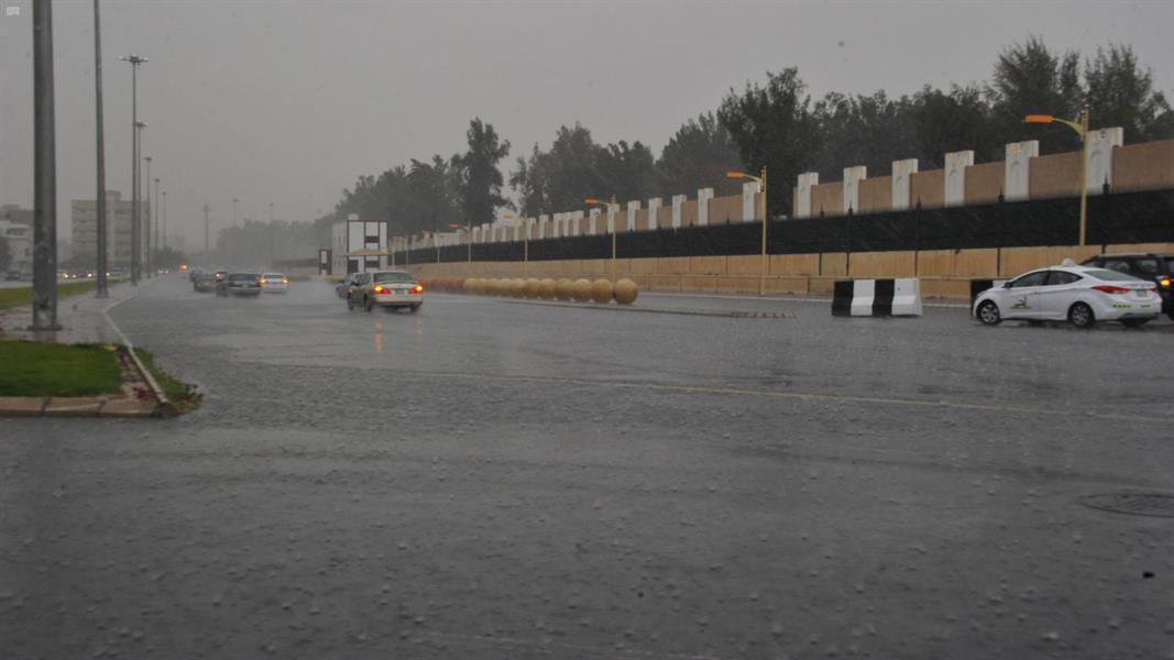 طقس الأحد: أمطار رعدية مصحوبة بزخات من البرد على هذه المناطق