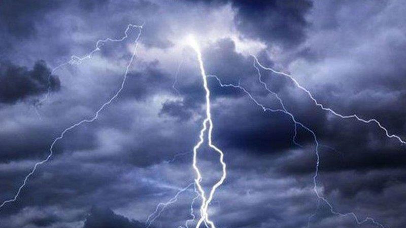 """""""الأرصاد"""": تنبيهات بأمطار رعدية ورياح نشطة وأتربة مثارة على عدد من المناطق"""