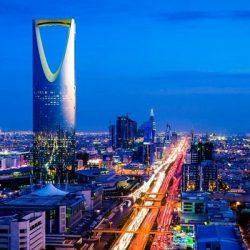 """نائب أمير الرياض يؤدي صلاة الميت على الشهيد """"القحطاني"""" في مبنى مكافحة المخدرات"""