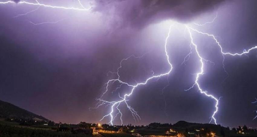"""""""الإنذار المبكر"""": تنبيهات بأمطار رعدية وتساقط البرد وسيول ورياح نشطة على عدد من المناطق"""