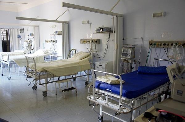 استشاري أمراض معدية: انخفاض أعداد الوفيات والحالات الحرجة مرهون بهذا الأمر