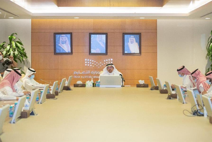 """وزير """"التعليم"""": رئيس الجامعة المسؤول الأول عن تطبيق الإجراءات الاحترازية في كل كلية ومنشأة جامعية"""