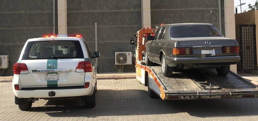"""""""المرور"""" يضبط قائد المركبة الذي تعمد صدم مركبة على أحد الطرق السريعة في الرياض"""