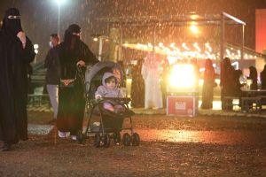 تحت زخات المطر.. تفاعل كبير من الزوار في اليوم الثامن من فعاليات #شتاء_الخرج