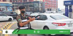 صور تُبرز جهود رجال المرور وهم يباشرون مهامهم في الشوارع الرئيسية بعسير