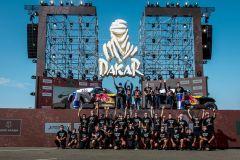 بالصور والفيديو.. تعرّف على الفائزين في ختام رالي داكار السعودية 2021