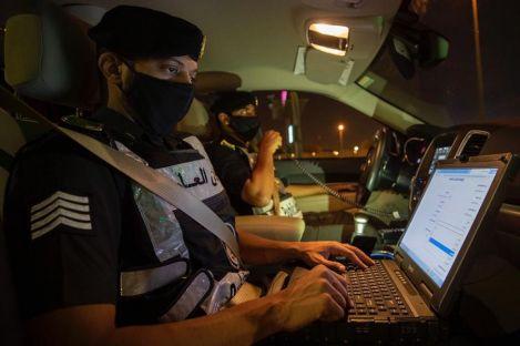 """""""الداخلية"""": ضبط عدد من مشاهير مواقع التواصل قاموا بنشر فيديوهات لهم أثناء مخالفتهم للإجراءات الوقائية"""
