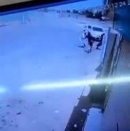 بالفيديو.. سيارة مسرعة تدهس طالبًا بالقرب من مدرسة في بيش