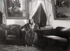 """""""الملك عبدالعزيز"""" من الميلاد إلى التأسيس.. ماذا قال عنه المؤرخون والمستشرقون؟"""
