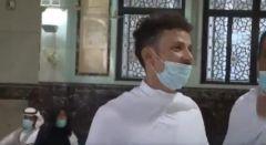 شاهد.. معتمر يلقي قصيدة من داخل الحرم المكي فرحةً بعودة العمرة