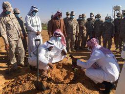 بالصور.. تدشين زراعة 7 آلاف شتلة سدر بمقر القوات البرية بشرورة