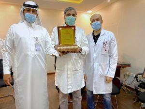 بعد 18 عاما : ادارة مستشفى #الدلم تودع الدكتور مشتاق