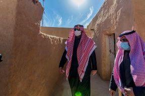 بالصور.. أمير الحدود الشمالية يتفقد قصر الملك عبدالعزيز الذي أنشئ عام 1355هـ ليكون مقراً للإمارة