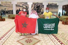قدما من عسير للرياض على دراجة هوائية.. فيصل بن بندر يستقبل رحالين سعودي ومغربي