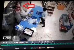 القبض على شخصين ظهرا في فيديو يسطوان بالسلاح الأبيض على تموينات في الرياض