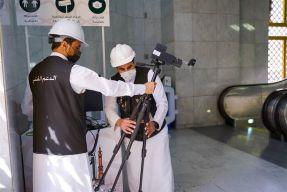 بالصور.. رفع أجهزة القياس الحراري الموجودة على مداخل المسجد الحرام