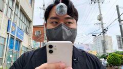 بالفيديو.. مصمم كوري يبتكر حلاًّ لمدمني الهواتف الذكية لمساعدتهم على السير دون تعثر