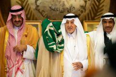 """أمير مكة يؤدي """"العرضة"""" في احتفالات اليوم الوطني"""