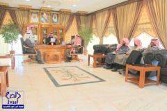 رئيس بلدية الدلم يستقبل إدارة نادي الحي بالدلم