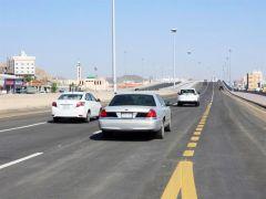 """يسهم في تحرير الحركة المرورية.. أمين مكة يدشِّن جسر """"كوبري النوارية"""""""