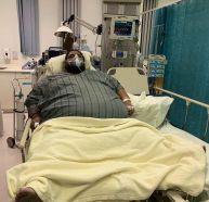 بلغ وزنه أكثر من 270 كلجم.. مريض سمنة بالقطيف يناشد علاجه بعد تفاقم وضعه الصحي