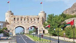 بعد ارتفاع إصابات كورونا والوفيات .. سلطنة عمان تعيد حظر التجول وتعلق الأنشطة التجارية ليلا