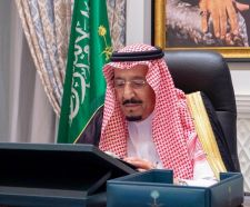 """""""الوزراء"""" يعقد جلسته عبر الاتصال المرئي برئاسة خادم الحرمين"""