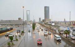 هطول أمطار متوسطة إلى غزيرة على مدينة الرياض