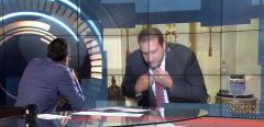 """شاهد.. الداعية عمرو خالد ينسحب على الهواء بسبب سؤال حول علاقته بـ""""الإخوان"""""""