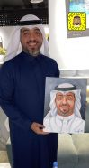 """بالخرج : الفنان الكويتي """"الشمري"""" يتفاجأ بصورته بريشة """"نوف سعود"""" ضمن المعرض التشكيلي بكافي ماج"""